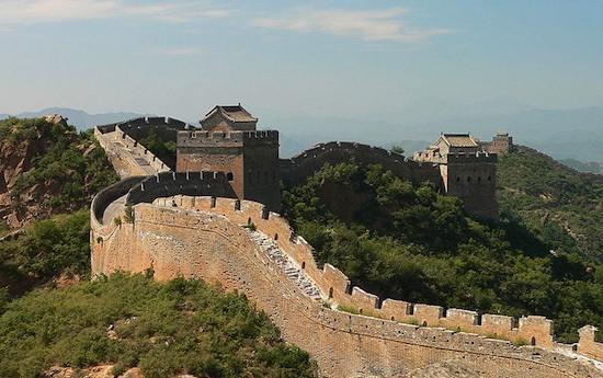 6日付の中国各紙によると、中国国家文物局は、世界最大の建造物で世界文化遺産に指定される「万里の長城」について秦代(紀元前221~同206年)や漢代(紀元前202~紀元