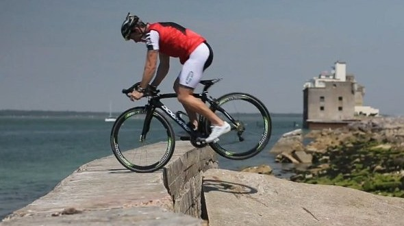 自転車用 かっこいい自転車用ヘルメット : ... 自転車パフォーマンス動画が