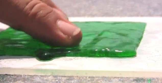 あらゆる液体を弾く超撥水コーテ...