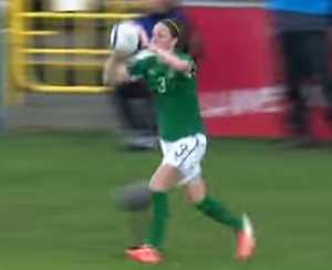 女子サッカー選手の驚きのロングスローインに驚愕大遠投は人間発射台2