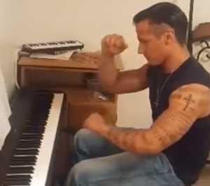 ピアニスト マッチョ